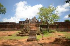 Angkor Wat forntida tempel Royaltyfria Bilder