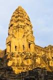 Angkor Wat in het gouden ochtendlicht van zonsopgang Royalty-vrije Stock Foto
