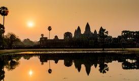 Angkor Wat in Kambodja tijdens zonsopgang Stock Foto