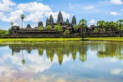 Angkor Wat med reflexionen cambodia Arkivbilder