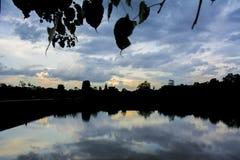 Angkor Wat med reflexionen cambodia Arkivfoton
