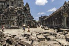 Angkor Wat przestrzeń między 2nd i 3rd poziomem Obrazy Stock