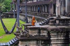 ANGKOR WAT, SIEM ΣΥΓΚΕΝΤΡΏΝΕΙ, ΚΑΜΠΌΤΖΗ, τον Οκτώβριο του 2016, στάση μοναχών σε Angkor Wat Στοκ φωτογραφίες με δικαίωμα ελεύθερης χρήσης