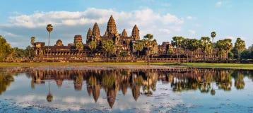 Άποψη πανοράματος του ναού Angkor Wat η Καμπότζη συγκεντρώνει siem Στοκ Φωτογραφία