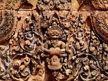 Angkor Wat - tallas hermosas, alivios de bas del templo de Banteay Srei fotografía de archivo libre de regalías