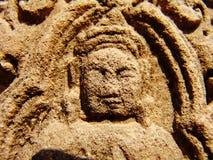 Angkor Wat - tallas hermosas, alivios de bas del templo de Banteay Srei imágenes de archivo libres de regalías
