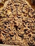 Angkor Wat - tallas hermosas, alivios de bas del templo de Banteay Srei foto de archivo libre de regalías