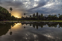 Angkor wat tempel bij dageraad Royalty-vrije Stock Afbeelding
