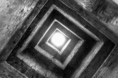 Angkor Wat Temple takfönster som ser upp in i dagsljuset royaltyfri foto