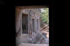 Angkor Wat van ingangsdeur die wordt ontworpen stock foto's