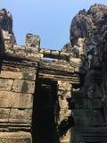 Angkor Wat w Siem Przeprowadza żniwa, cambodia Kamień twarze rzeźbili w antycznych ruinach Bayon Khmer świątynia obraz stock