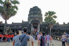 Angkor wata siem przeprowadza żniwa z wschodem słońca w turystycznym wizyty angkor wacie i ranku zdjęcia stock