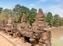angkor柬埔寨入口雕象thom 免版税库存图片