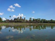 Angkorwat unter blauem Himmel Stockbild