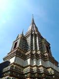 Angle de stupa chez Wat Pho à Bangkok, Thaïlande Photographie stock libre de droits
