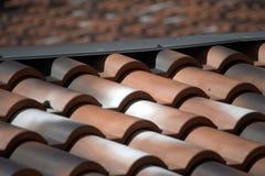 Angle de toits de tuile photos stock