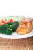 Angle faible cuit au four de saumons et de brocoli photos stock