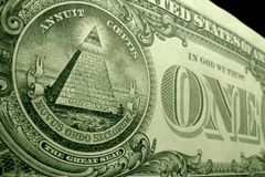 Angle faible, profondeur de tir de champ de pyramide, du grand joint, au dos de la facture de dollar US photographie stock