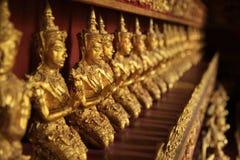 Angle thaïlandais dans le signe du respect Images libres de droits