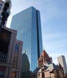 angled стеклянная башня офиса Стоковое Фото