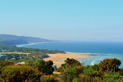 Väg för hav för Anglesea kustlinje stor Arkivbild