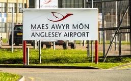 Anglesey, Pays de Galles - 26 avril 2018 : Signez l'accueil à l'aéroport d'Anglesey qui est également un aéroport de RAF avec le  Photographie stock libre de droits