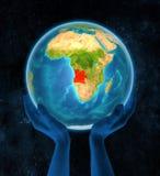 Angola na ziemi w rękach royalty ilustracja