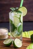 Angolo basso del cocktail della bevanda della calce di Mojito Fotografia Stock Libera da Diritti