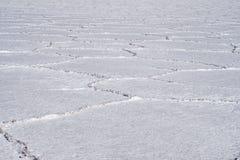 Angolo basso e fine sulla vista delle forme esagonali sugli appartamenti del sale, Uyuni Fotografia Stock
