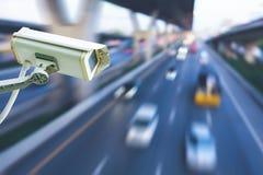 Angolo basso sparato sulla videocamera di sicurezza Immagine Stock Libera da Diritti