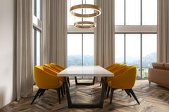 Angolo bianco della sala da pranzo, lato beige delle tende Fotografia Stock
