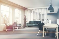 Angolo blu della sala di attesa dell'ufficio del sofà tonificato Fotografia Stock