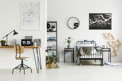 Angolo Di Studio In Camera Da Letto Fotografia Stock - Immagine di ...