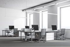 Angolo di ufficio bianco del sottotetto, calcestruzzo Immagine Stock