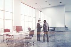 Angolo di ufficio concreto dello spazio aperto del pavimento, parete Fotografie Stock