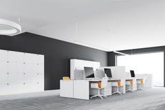 Angolo di ufficio grigio scuro dello spazio aperto della parete Fotografie Stock Libere da Diritti