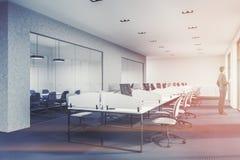 Angolo di ufficio nero dello spazio aperto del pavimento tonificato Fotografia Stock Libera da Diritti
