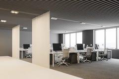 Angolo di ufficio open space bianco e grigio Immagine Stock Libera da Diritti