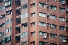 Angolo di vecchia costruzione di appartamento d'annata del brownstone fotografia stock libera da diritti