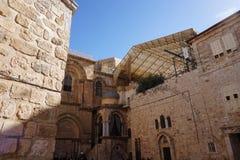 Angolo di vecchia Gerusalemme nascosto dietro una parete della fortezza dagli occhi di sollevamento fotografia stock
