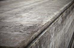 Angolo grigio del muro di cemento Fotografia Stock
