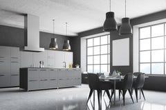 Angolo grigio della cucina, finestre quadrate, tavola Fotografie Stock Libere da Diritti