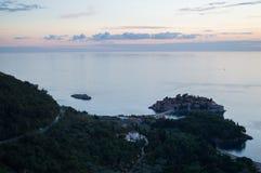 Angolo panoramico differente su Sveti Stefan Island visto dal gabinetto Immagini Stock Libere da Diritti