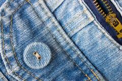 Angolo sinistro inferiore del bottone dei jeans con la parte della tasca e dello zip Fotografia Stock