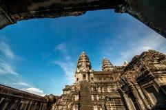 Angor Wat in un fondo del cielo blu Fotografie Stock