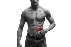 Angriff der Blinddarmentzündung, Schmerz in der linken Seite des muskulösen männlichen Körpers, lokalisiert auf weißem Hintergrun Stockfoto