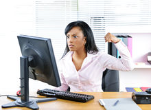 Angry black businesswoman at desk Royalty Free Stock Images