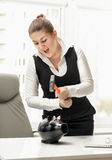 Angry businesswoman breaking piggy bank with hammer Royalty Free Stock Photography