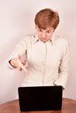 Angry businesswoman with a laptop Royalty Free Stock Photography
