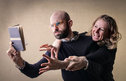 Angry couple reading Royalty Free Stock Photography